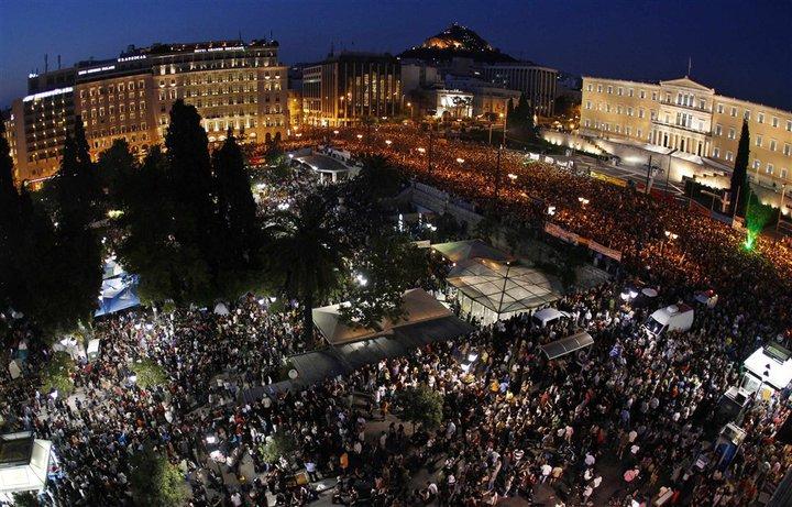 Διαδήλώση στο Σύνταγμα το 2011 με 100,000 κόσμο