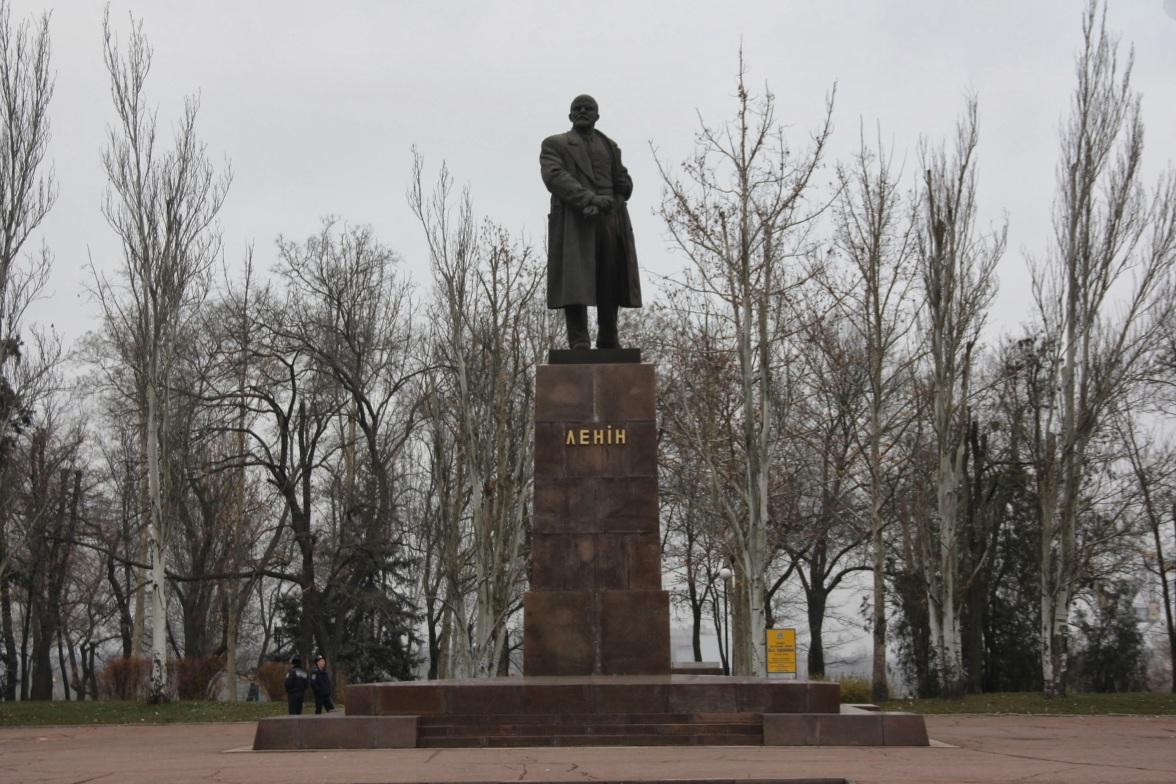 Statue of Lenin in Nikolaev prior to Euromaidan